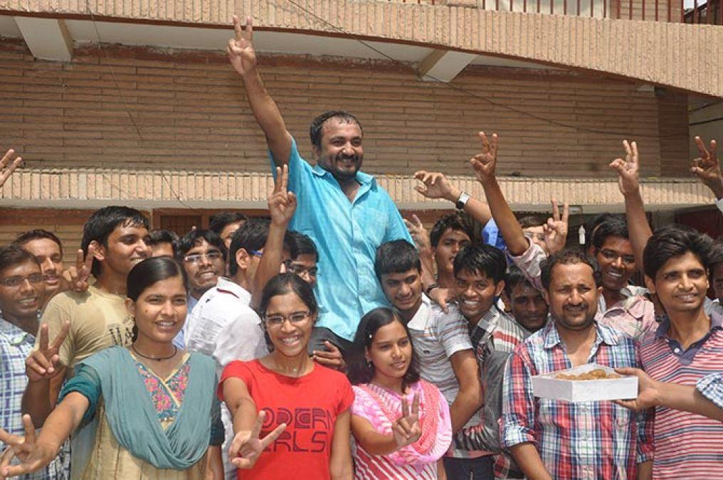 खुद की जिंदगी को पर्दे पर देखने के बाद बोले आनंद कुमार, कहा- यह सपने जैसा