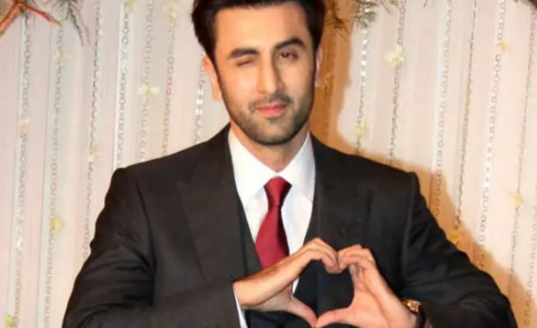Ranbir Celebrated Crew Member's Birthday, Girl said- I Love You!