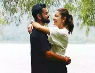 Virat Seen With Wife Anushka After World Cup Defeat; fans give Special Pose for the couple!