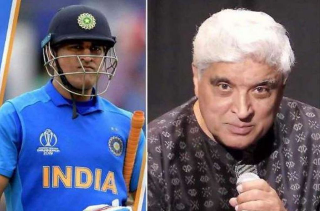 After Lata, Javed spoke on Dhoni's retirement; you'll be shocked to know!