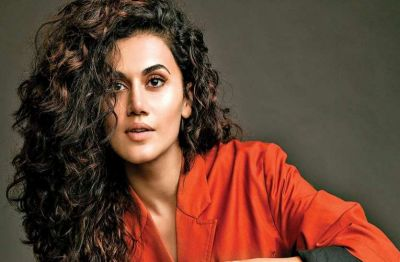 Controversy: Tapsee Pannu now responds to Kangana's Sister's tweet of 'Sasti Copy'!
