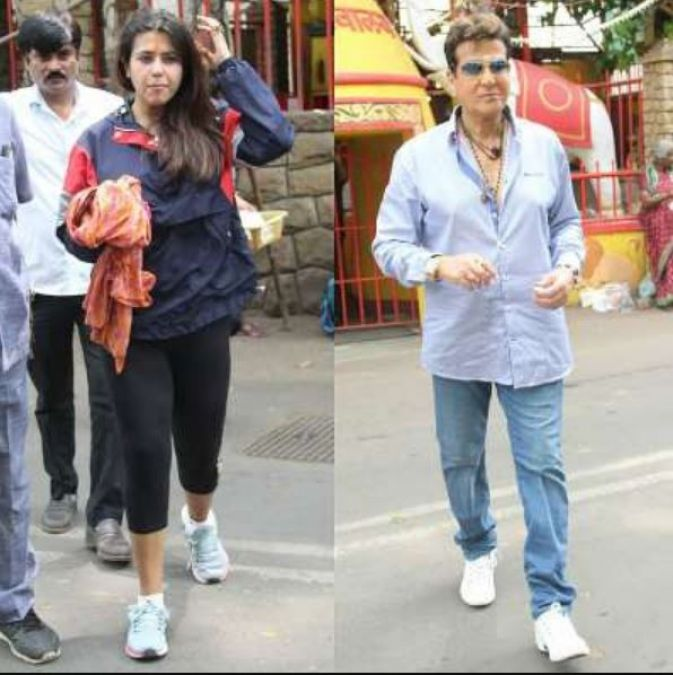 Jitendra arrived at Temple with Daughter Ekta, See Photos!