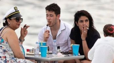 Priyanka was seen smoking a cigarette with her husband and mother, the user said this!