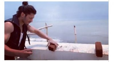 VIDEO: No one like Vidyut, broke two pieces of brick by hand!