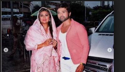 On the event of birthday, Himesh Reshammiya arrives at Siddhivinayak temple with wife