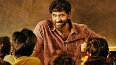 Hrithik gets a Unique identity from super-30, fans making his face on their head!