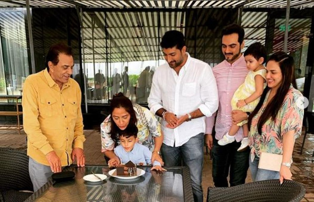 अपने छोटे से परिवार के साथ मनाया धर्मेद्र की बेटी ने जन्मदिन, देखें तस्वीरें
