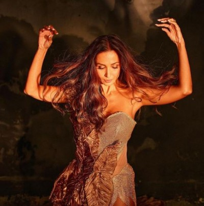 Malaika Arora's photoshoot sets internet on fire, must see these pictures