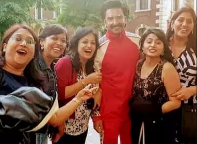 Ranveer Singh clicks pictures with women in London