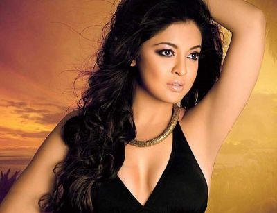 Tanushree Dutta urges Hrithik to take stand in Vikas Bahl case