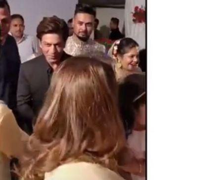 Shah Rukh Khan arrives at his make-up man's wedding!