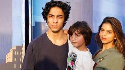 Shahrukh becomes emotional on son's birthday, posts pictures!