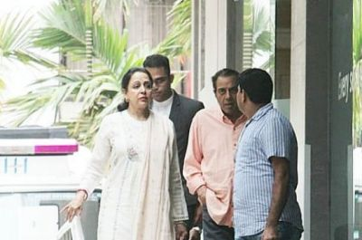 Hema Malini and Dharmendra rushed to the hospital; Read why!