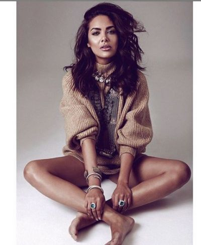 Esha Gupta gets angry over Aadhar Services; blasts much!