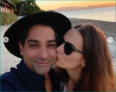Evelyn Sharma shared her honeymoon pics, seen having fun with her husband