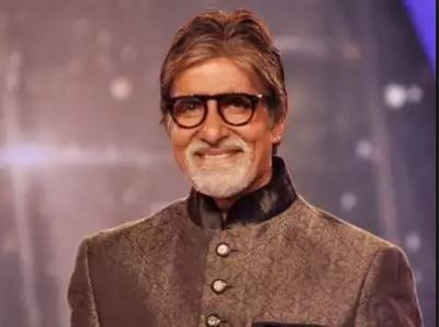 Big B Found his Smallest Fan; see video!