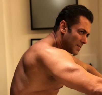 Bollywood's Bhaijaan posts Shirtless Photo; Fans get crazy!
