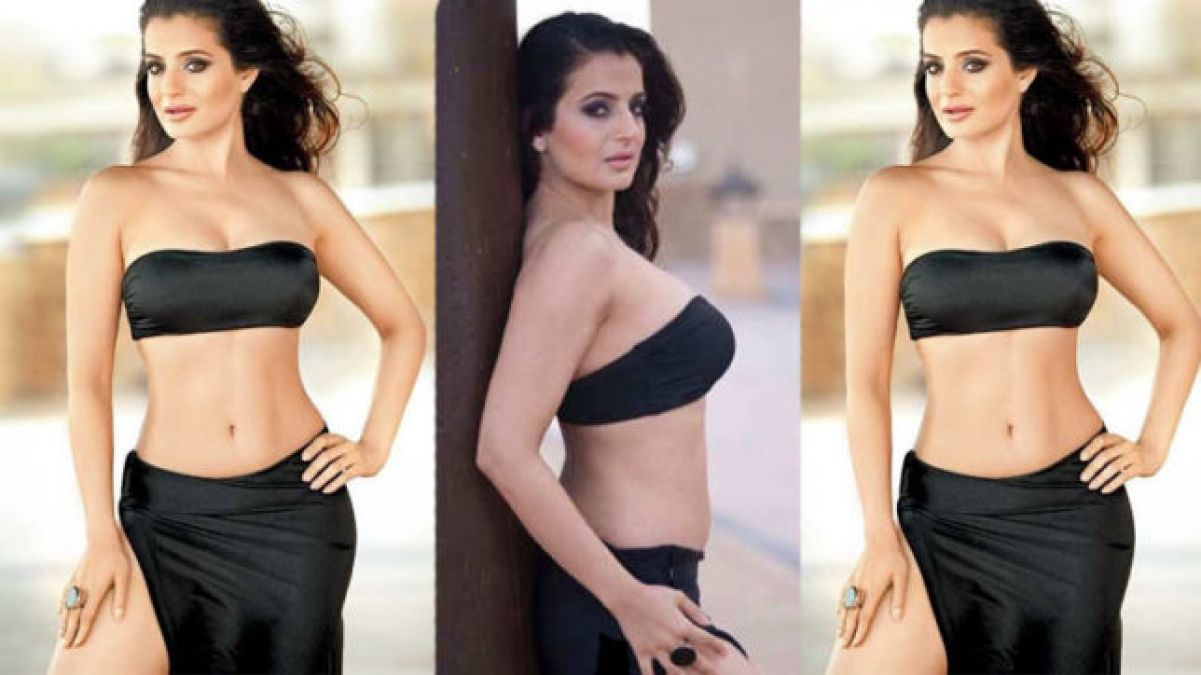 Ameesha Patel Hot Sexy Photos amisha patel's sexy black dress is making statements over