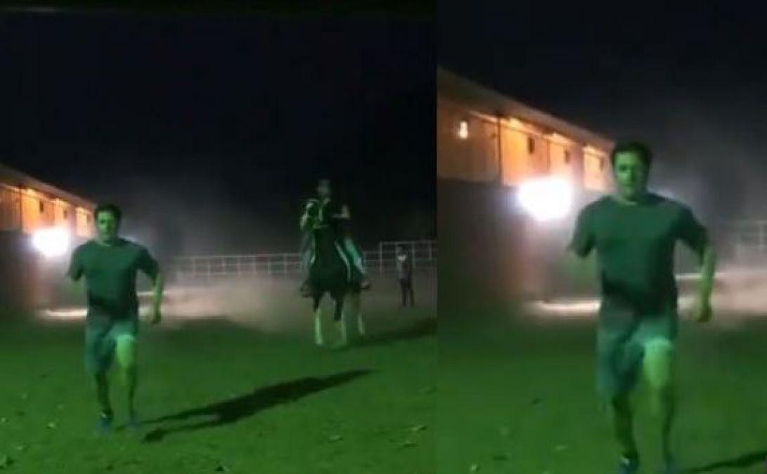 सलमान खान ने घोड़े के साथ लगाई रेस, वायरल हुआ वीडियो