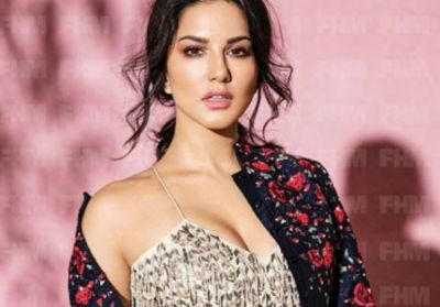 Sunny Leone is doing this Work For getting Films, Video viral!