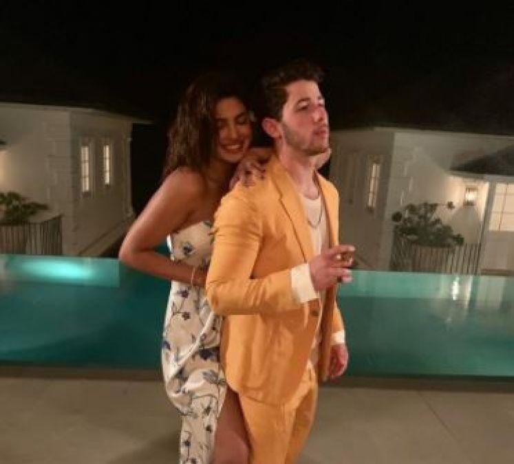 निक जोनस ने पत्नी के साथ शेयर की बेहद रोमांटिक फोटो