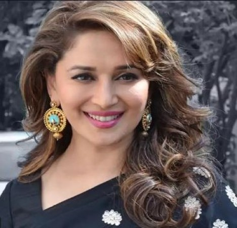 Madhuri Dixit Become Hair Stylist For Her Husband In Lockdown Newstrack English 1