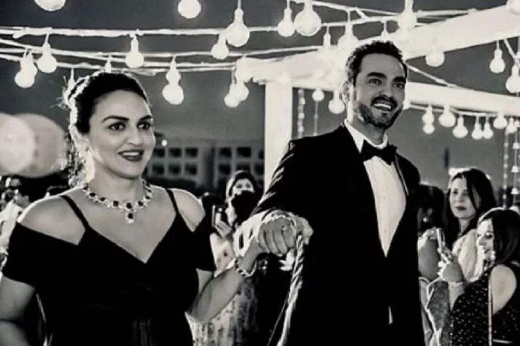 Esha Deol Completes 7 Years of marriage, Shares a Black & White