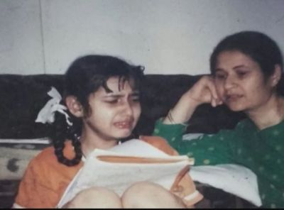 Aamir's Actress shares a crying picture of her saying,