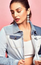 Huma Qureshi showed sizzling avatar in golden dress, fans stunned to see photos
