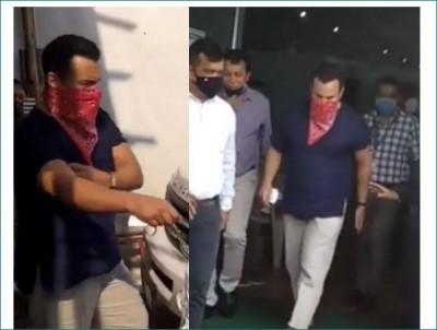 Saif Ali Khan receives first corona jab in Mumbai