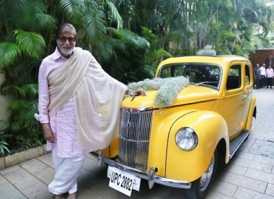 Amitabh shares picture with vintage car, wrote - 'Story of past'