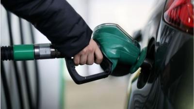 पेट्रोल की कीमत में आज नहीं हुआ कोई बदलाव, डीजल में हुई इतने पैसे की कमी
