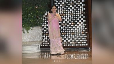ईशा की सगाई में नीता अम्बानी ने किया श्रीदेवी के गाने पर डांस, मुकेश की तो नजरें नहीं हटी