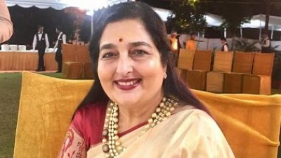 Anuradha Paudwal's heart filled with growing corona infection, helping corona patients like this