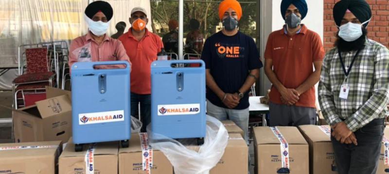 दिल्ली-पंजाब भेजे ट्विंकल खन्ना ने ऑक्सीजन कंसंट्रेटर्स