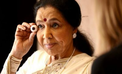 This PM Modi's minister helped Singer Asha Bhosale to come out from intense Crowd