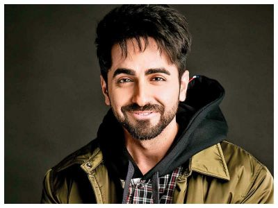 Ayushmann Khurrana reached the Ganges Ghat and performed Aarti