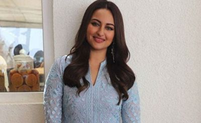 Sonakshi Sinha's looks stunning in this look, see pictures
