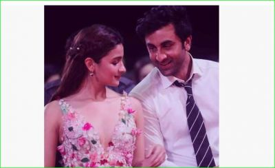 Ranbir Kapoor and Alia Bhatt's dinner date picture with Neetu Kapoor is super cute, check it out here