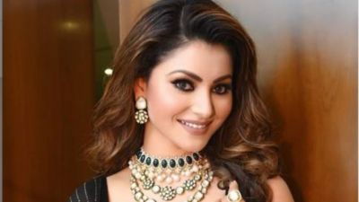 Bollywood actress Urvashi Rautela set social media on fire with her pics!