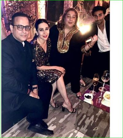 Karisma steals the show on her sister, Hrithik's ex-wife was also present