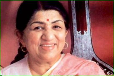After lighting lamp, Lata Mangeshkar says, 'Let everyone light lamp'