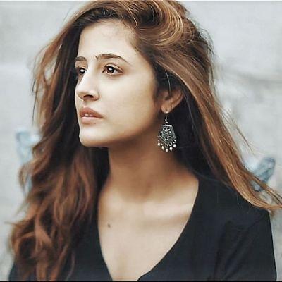 बॉलीवुड में आया नया चेहरा, फिलहाल गाने बाद सामने आया नुपुर सेनन का खूबसूरत लुक