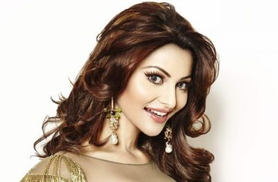 Urvashi Rautela's sexy video caused havoc on social media, fans get surprised!