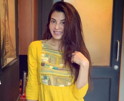 Jacqueline Fernandes gave hot poses in short dress, fans go crazy