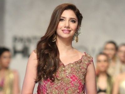 Mahira Khan stuns her fans in saree, photo goes viral