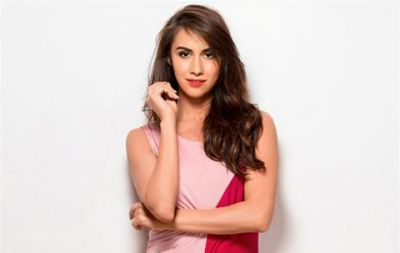 Lauren Gottlieb shares a very sexy photo, has hit the dance floor many times