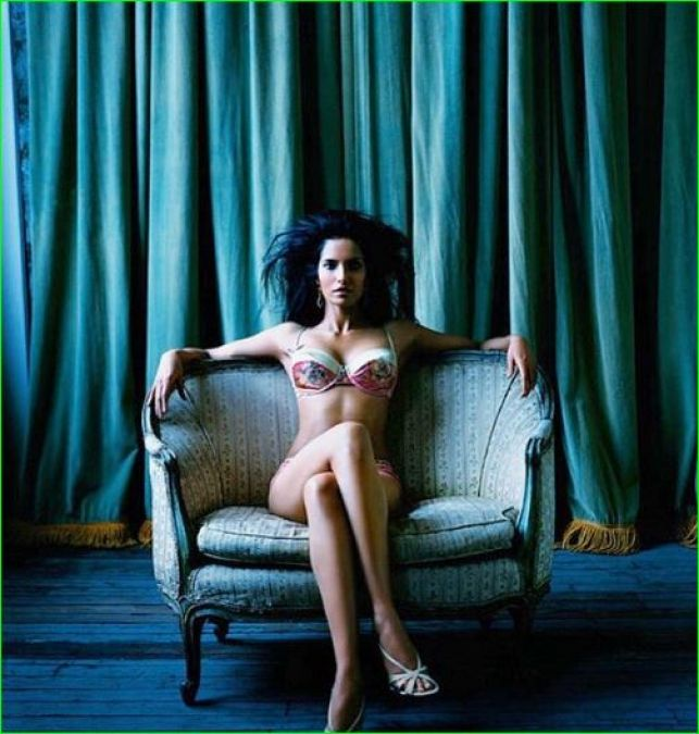 Padma Lakshmi seen lying topless in the bathtub, photos going