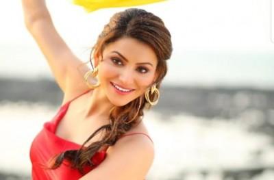 Urvashi Rautela's new song 'Wo Chand Kaha Se Laogi' released