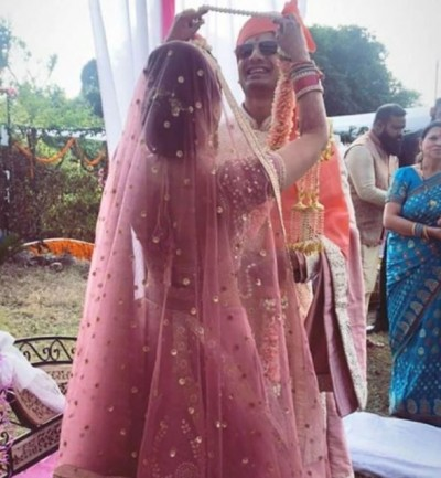 Robin of Mirzapur ties knot with girlfriend, check out pictures here